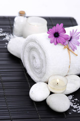 Stores à enrouleur Spa Spa setting with candle, rolled towel , Magnolia , salt, stoneson on mat