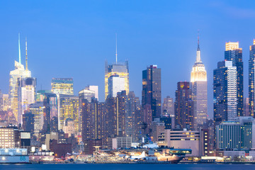 Skyline of midtown Manhattan at night, New York City, NY, USA