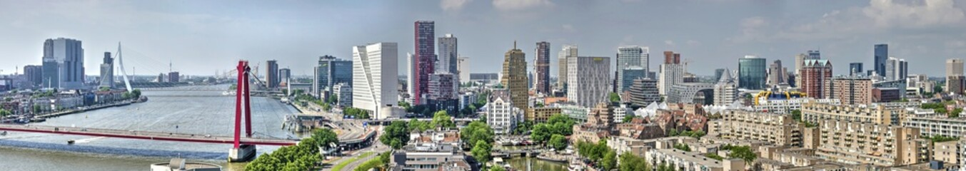 Zelfklevend Fotobehang Rotterdam Panoramic view of the Rotterdam skyline from the east