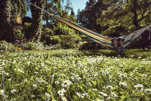 Entspannen Im Garten Hangematte Stockfotos Und Lizenzfreie Bilder