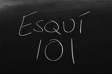 The words Esquí 101 on a blackboard in chalk.  Translation: Skiing 101