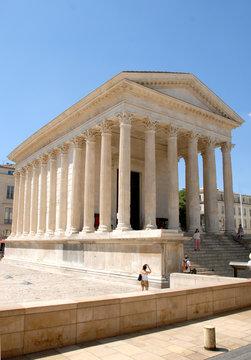 Maison Carrée et ses colonnes, Ville de Nîmes, département du Gard, France