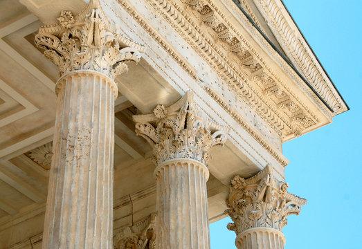 Maison Carrée et colonnes, Ville de Nîmes, département du Gard, France