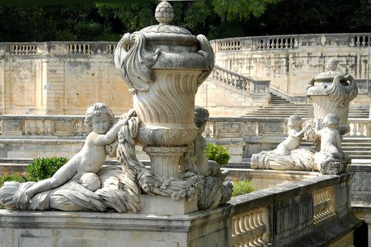 Sculptures jardin de La Fontaine (XVIIIe siècle), ville de Nîmes, département du Gard, France