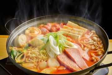 熱々チゲ鍋料理