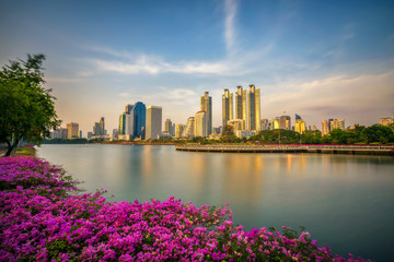 Fototapete - Lake Ratchada situated in the Benjakitti Park in Bangkok, Thailand