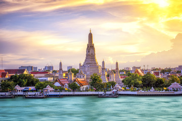 Ingelijste posters Bedehuis Thai Temple at Chao Phraya River Side, Sunset at Wat Arun Temple in Bangkok Thailand. Wat Arun is a Buddhist temple in Thon Buri District of Bangkok, Thailand, Wat Arun is among the best known of Thai