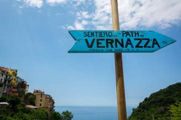 Sign of the Path connecting Corniglia with Vernazza