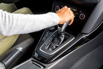 Automatikgetriebe in einem PKW schalten