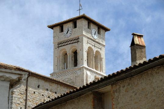 Ville de Ruoms, clocher de l'église Saint-Pierre-aux-Liens (XIIe siècle) , département de l'Ardèche, France
