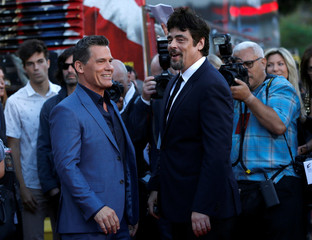 "Cast members Brolin and Del Toro greet each other at the premiere for the movie ""Sicario: Day of the Soldado"" in Los Angeles"