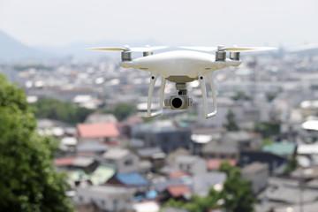 ドローン 町並み 小型無人機