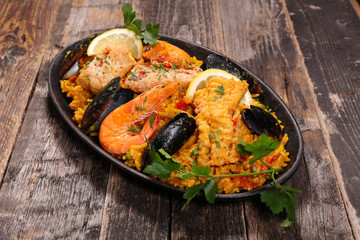 paella with musssel and shrimp