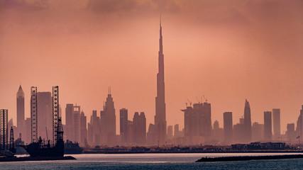 Panorama Dubai Skyline im Dunst