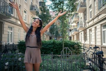 Studentin, junge Frau - Neue Wohnung in der Stadt