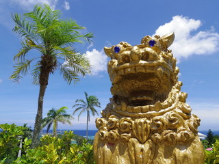 シーサーと沖縄の自然