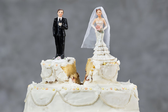 Bride and groom separated by future doubts and possible problems