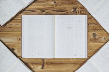 ページが開かれた本