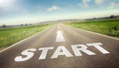 Straße mit dem Wort Start