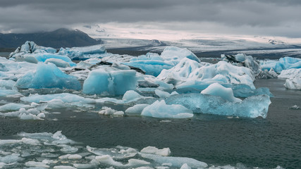jokulsarlon glacier lagoon icebergs look like diamond in iceland