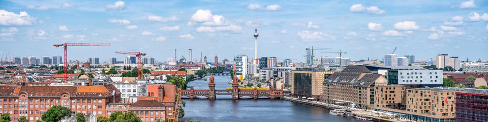 Acrylic Prints Berlin Berlin Panorama mit Blick über Friedrichshain und Kreuzberg