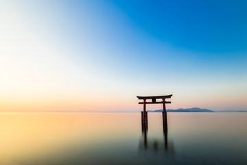 琵琶湖 白髭神社 夜明け