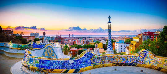 Photo sur Aluminium Barcelone Barcelona at sunrise viewed from park Guell, Spain