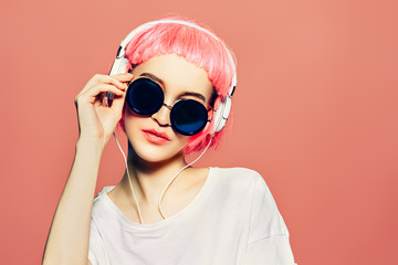 Stores à enrouleur Magasin de musique sunglasses and headphones