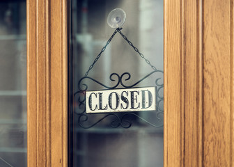 Closed vintage hanging sign