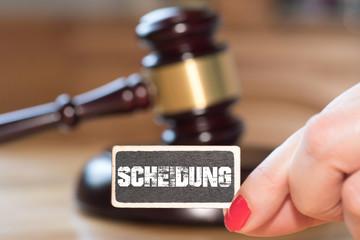 Ein Richterhammer, Frau und die Scheidung