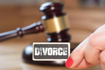 Ein Richterhammer, eine Frau und die Scheidung
