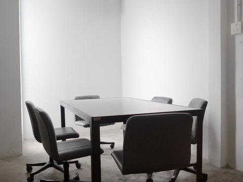 Simple cheap and small meeting room for team discussion.