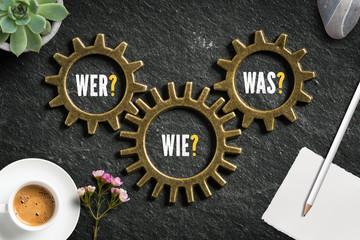 """Fragen """"Wer, Wie und Was"""" in ineinandergreifenden Zahnrädern"""