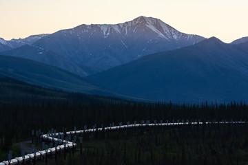 Alaskan pipeline snakes through valley