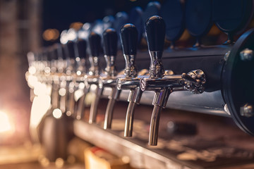 Tuinposter Bier / Cider Beer tap in the row