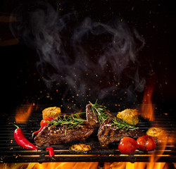 Printed kitchen splashbacks Grill / Barbecue Beef steaks on the grill with flames