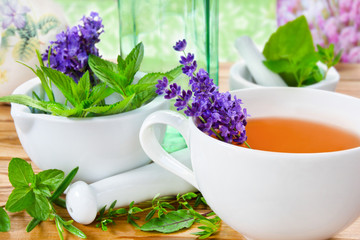 Kräuter und Tee