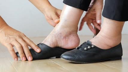 Resultado de imagem para idoso de sapato