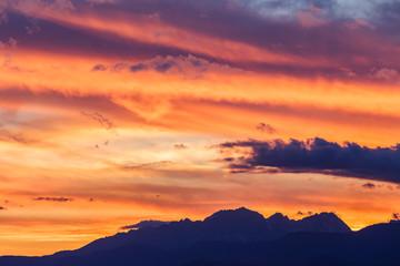 穂高岳連峰の夕暮れ