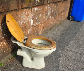 Toilet , WC - left sitting on street - an outside toilet ?
