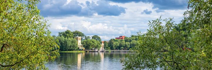Wall Mural - Holguin pond in Peterhof. St Petersburg, Russia