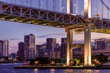 Fotobehang Brooklyn Bridge 夕暮れの東京の街