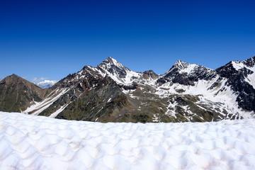 Pila (AO). Becca di Nona, Monte Emilius, Punta Rossa. Vista dalla Cresta Nera.