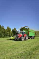 Fototapete - Ackerbau - ernte, Landtechnik bei der Grassilage-Ernte