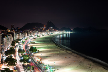 Fototapete - Copacabana Beach at Night with the Sugarloaf Mountain in the Horizon, Rio de Janeiro, Brazil