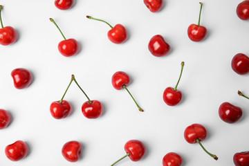 Fototapeten Kirschblüte Sweet red cherries on white background