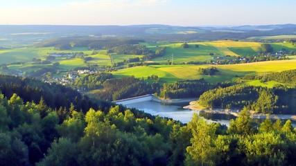 blick vom oberbecken markersbach auf das erzgebirge