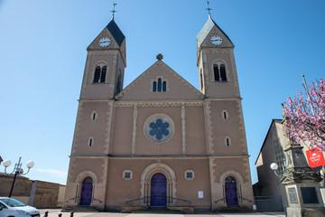Façade de l'église de Carling en Moselle