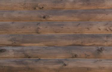 Стена из деревянных досок.
