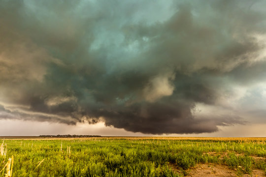 Supercell inflow with green hail glow
